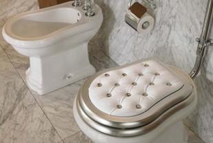 унитаз и бидэ  хозяйск ванной