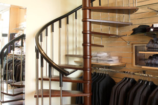 Винтовая лестница из бука модели V.I.P. (2)