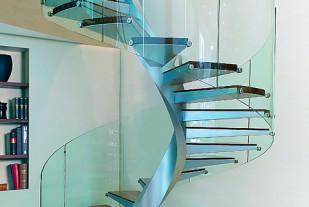 Металлическая лестница VISTA с деревянными ступенями из тик